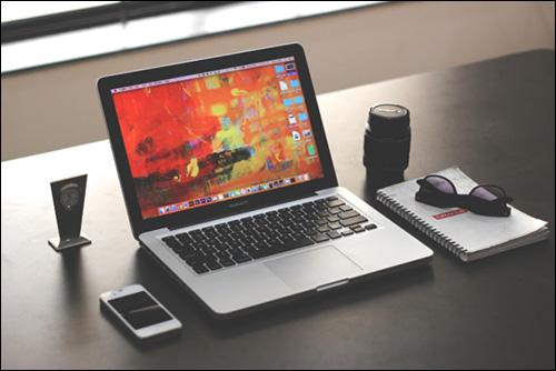 artist-laptop